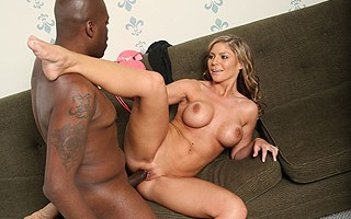Brianna Brooks uses anyplace to flaunt the awesome body seen before you. Brianna finds herself at a local mall and she's eye-candy for all the guys walking by. However, she catches the attention of legendary porn star Lexington Steele. Brianna is no stran