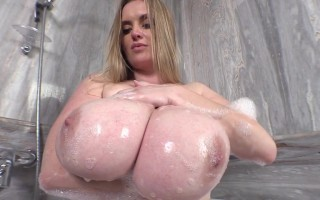 See Maria Body Soaking Her Big Natural Boobs to Feel Relax