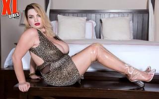 Kitty Cute tight dress huge breast meat