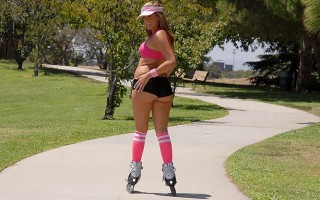 12 pics and 1 movie of Katie from Monster Curves