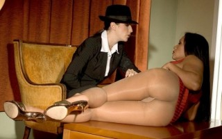 Kitty And Natalie Get Hot And Steamy In The Motel