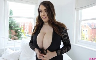 Bella Brewer slides her black lace to unleashed her enormous boobs