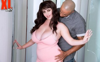 Curvaceous housewife Milly Marks fucks pizza guy