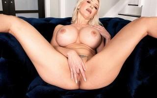 Victoria Lobov's hot blonde WILF show