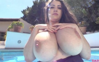 Bella Brewer fun in the sun with her huge desirable melons to tease you
