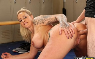 Dominant MILF Ryan Conner gets a creampie after anal sex