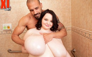 Huge boobed chubby girl Peyton Thomas shower sex