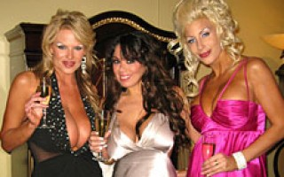 Check out the insanity of AVN and all the sex and fun Kelly has.