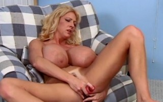 Maxi Mounds dildo