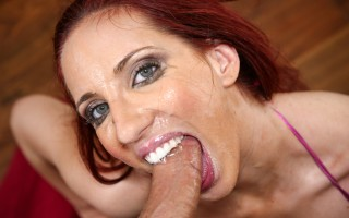 Kelly Divine has the deep throat skills to pay the bills !