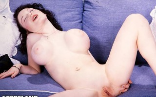 Londa Eve spreads and rubs on the couch