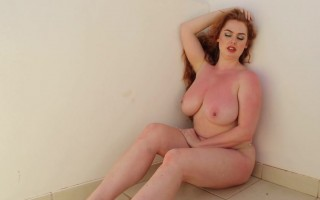 Sophie Coady behind the scene to unleashed her big melons