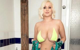 Busty Bikini Bath Babe Rachael C.
