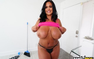 Fucking the Maid Kailani Kai Right in her Pussy
